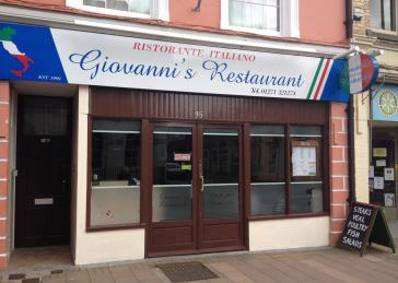 Giovannis Restaurant Outside